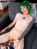 Sexy Siege, who made her debut a couple of weeks ago when she was introduced to the world by Omar Wax, returns today with her follow-up scene to give you some more and wish you all a Mery Xmas! This girl...